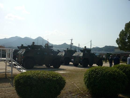 軽装甲機動車・群.JPG