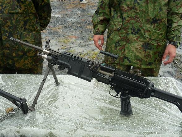 MINIMI機関銃 (3).JPG